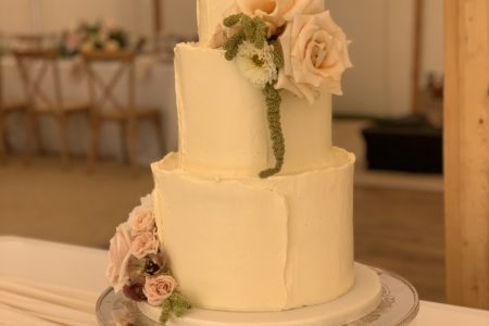 Image for Five tips to help avoid a wedding cake disaster in the summer